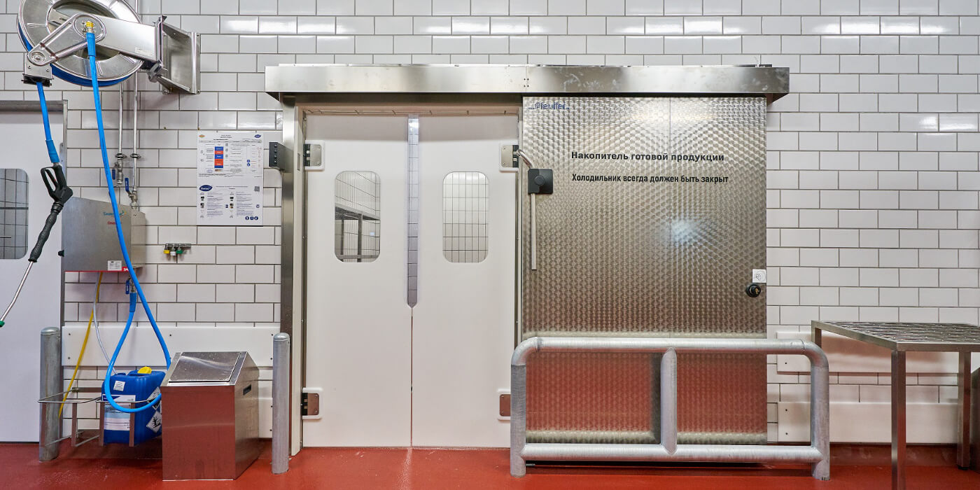 Svingdør til fryserum som alternativ til truckgardin